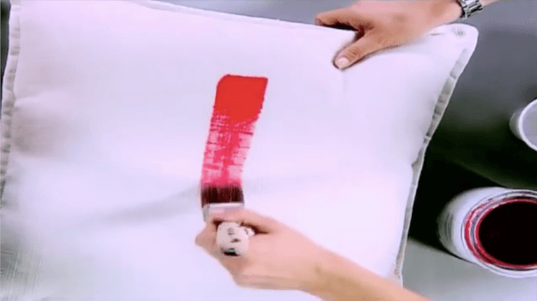 VIDEO: HOW TO PAINT FABRIC: PAINTED CUSHION