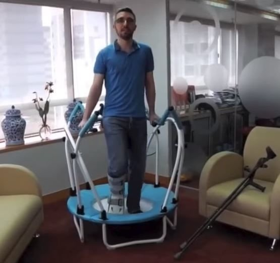 Exercising with an injury on a mini trampoline