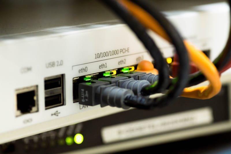 רשתות תקשורת אלחוטיות