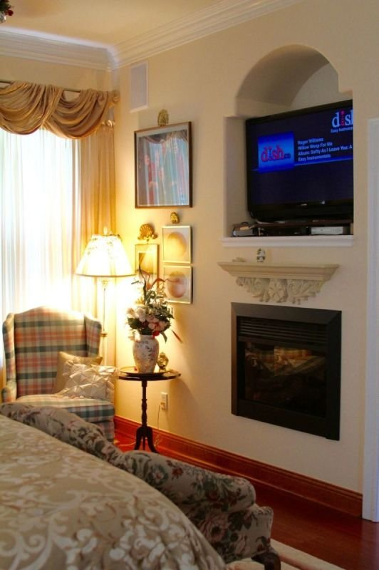 Master Bedroom w/fireplace
