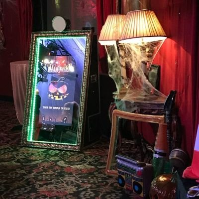 "Starlight Booths - Vintage Magic ""selfie"" mirror"