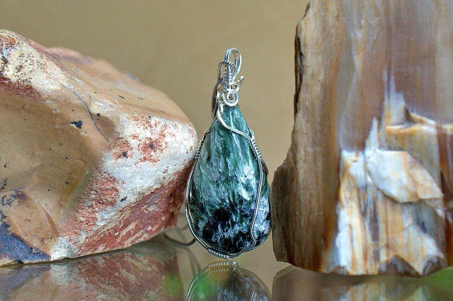 sparkly silver streak gemstone in silver wire setting
