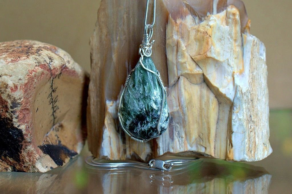 forest green gemstone with silver flakes