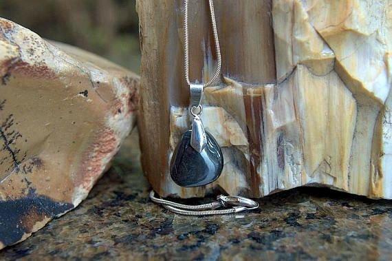 small shiny black stone charm necklace
