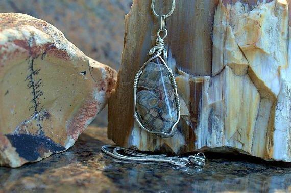mushroom like pattern gemstone pendant