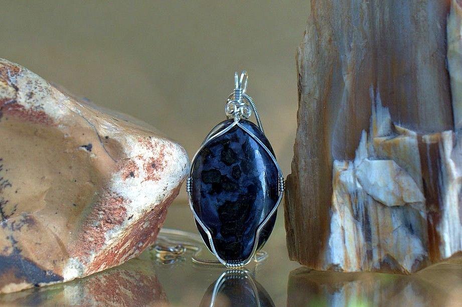 purple gemstone with black flake pattern