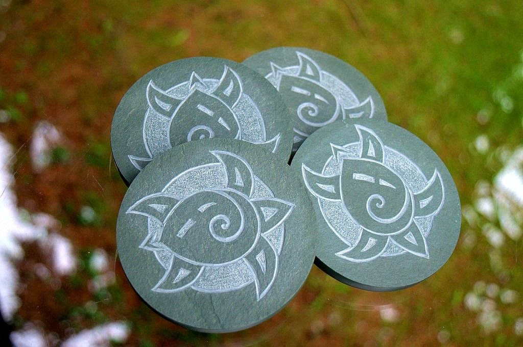green round shape stone coaster set with carved turtle