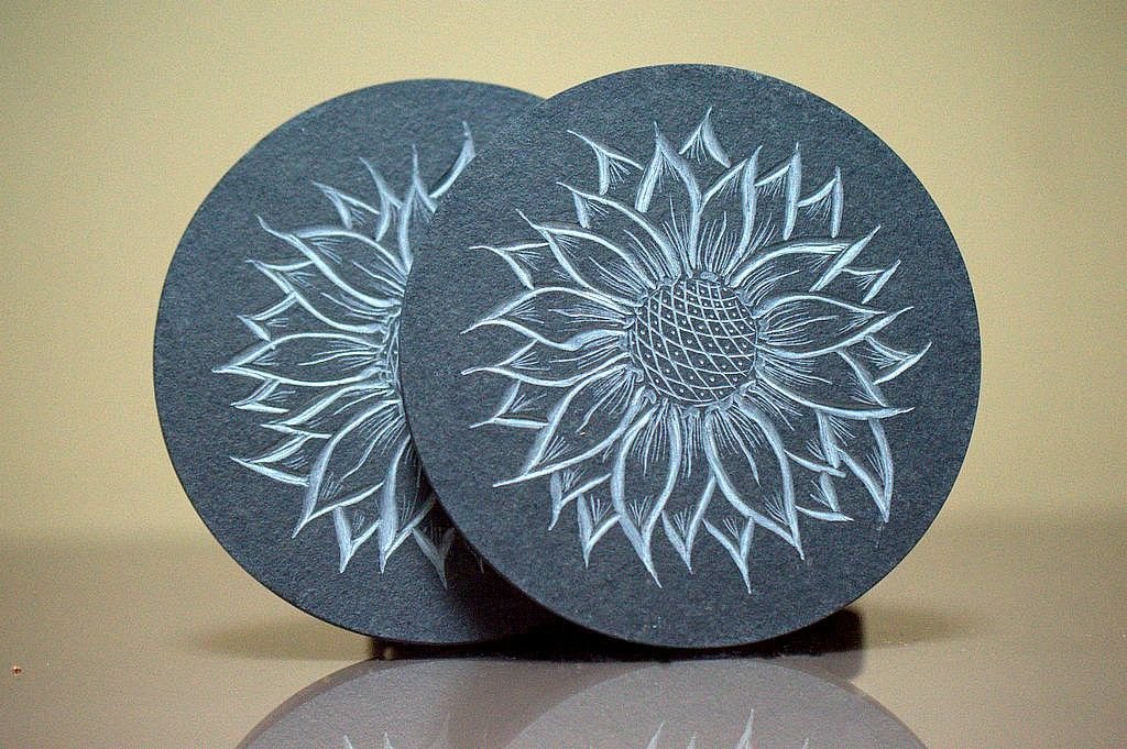 Sunflower designed carved stone black coaster set