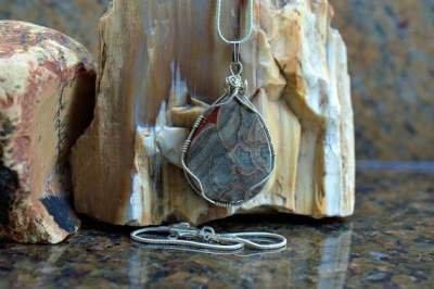 teardrop shape mushroom pattern gemstone pendant