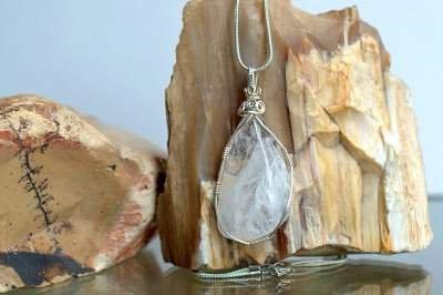 transparent clear quartz gemstone necklace