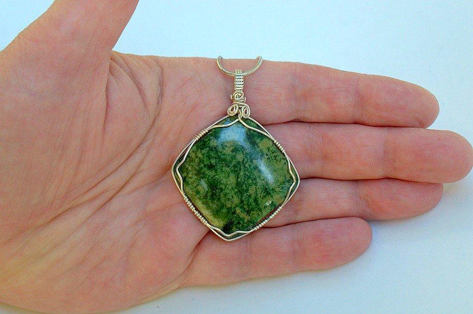 Large Jadeite stone, Maw sit sit pendant necklace