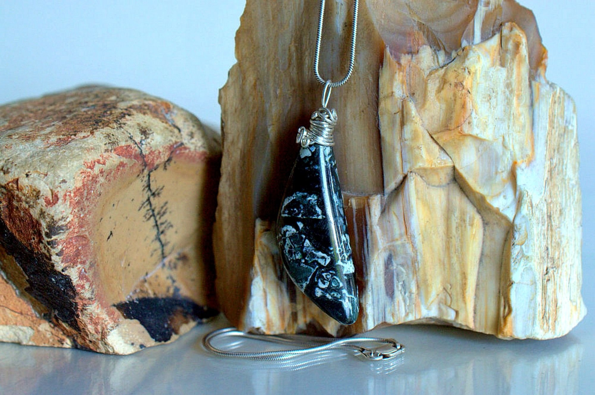 Canadian types of jasper, Dallasite necklace