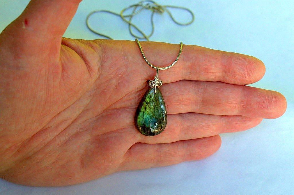 Stone for telephatycs, Labradorite gemstone necklace