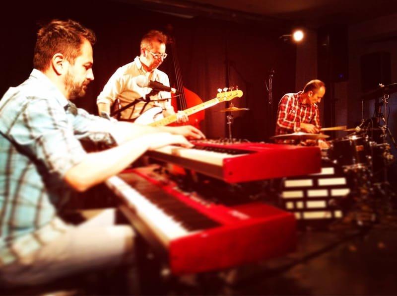 trio hindi jazz  - http://thefrenchbastards.com