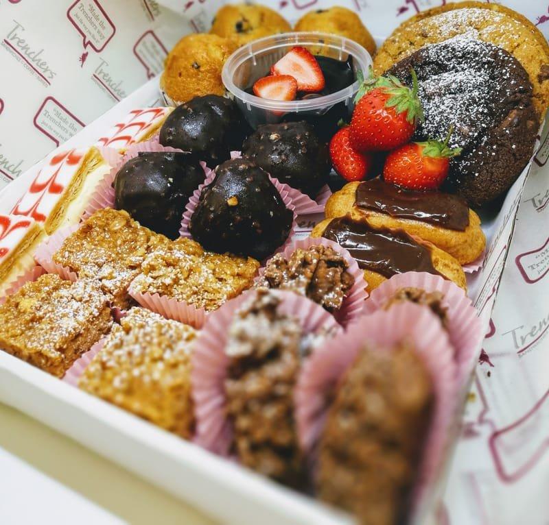 Deluxe Mini cakes platter