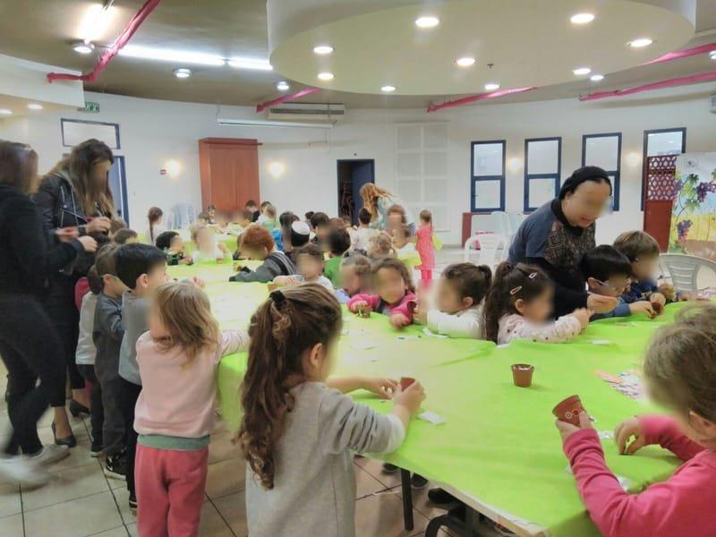 """פעילות בנושא ט""""ו בשבט לגני הילדים"""