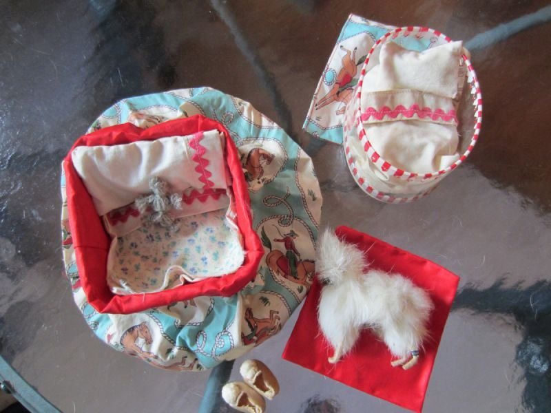 Miniature bedding for small bear