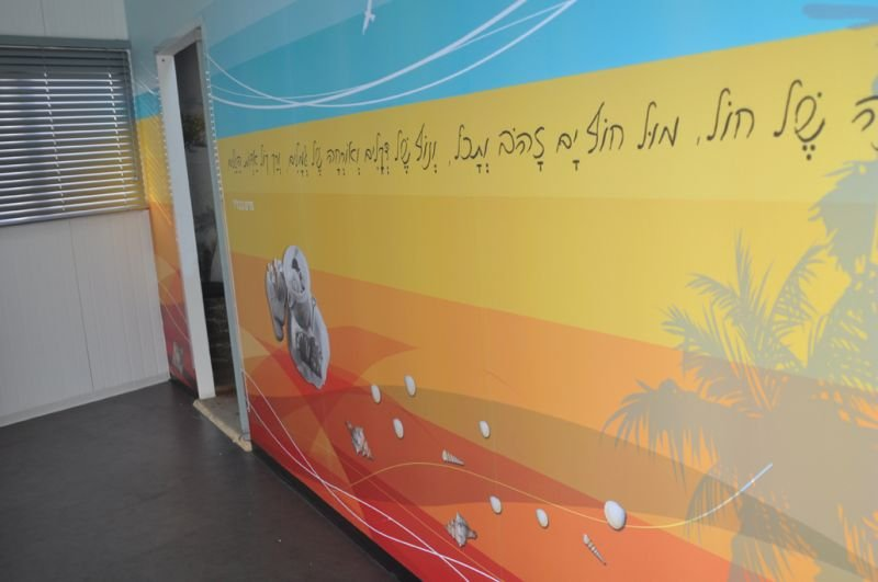 עיצוב המבואה- חלל התארגנות בכניסה למרכז המבקרים למורשת גוש קטיף בניצן