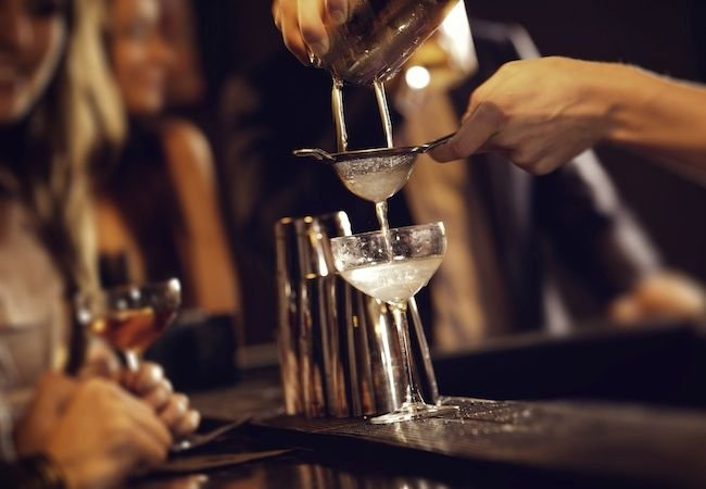What To Consider When Choosing A Cocktail Bar?