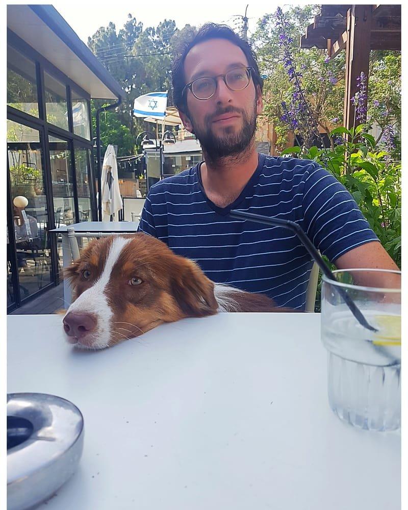 שימיק ובריטני נהנים בבית קפה