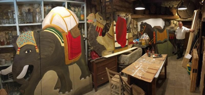 In preparazione - L'elefante, il cammello ed il cavallo per i Re Magi