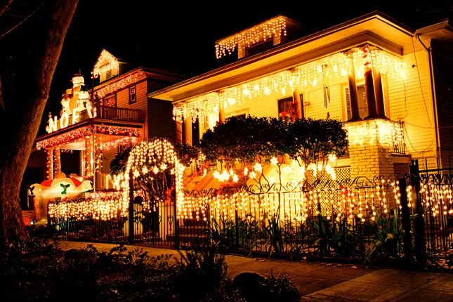 Why A Professional Should Be Hired To Hang Christmas Lighting?