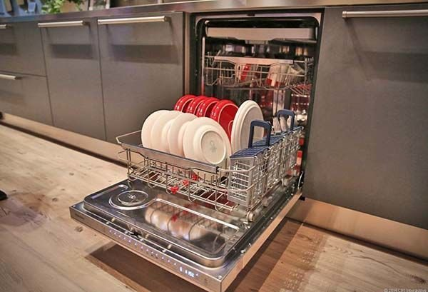 چگونه ظرفشویی ها لکه های قدیمی را پاک می کنند؟