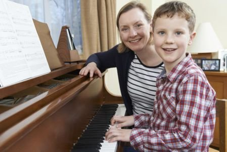 What To Look For In Hiring A Qualified Piano Teacher?