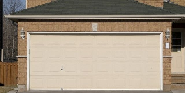Choosing the Right Garage Door for the Home