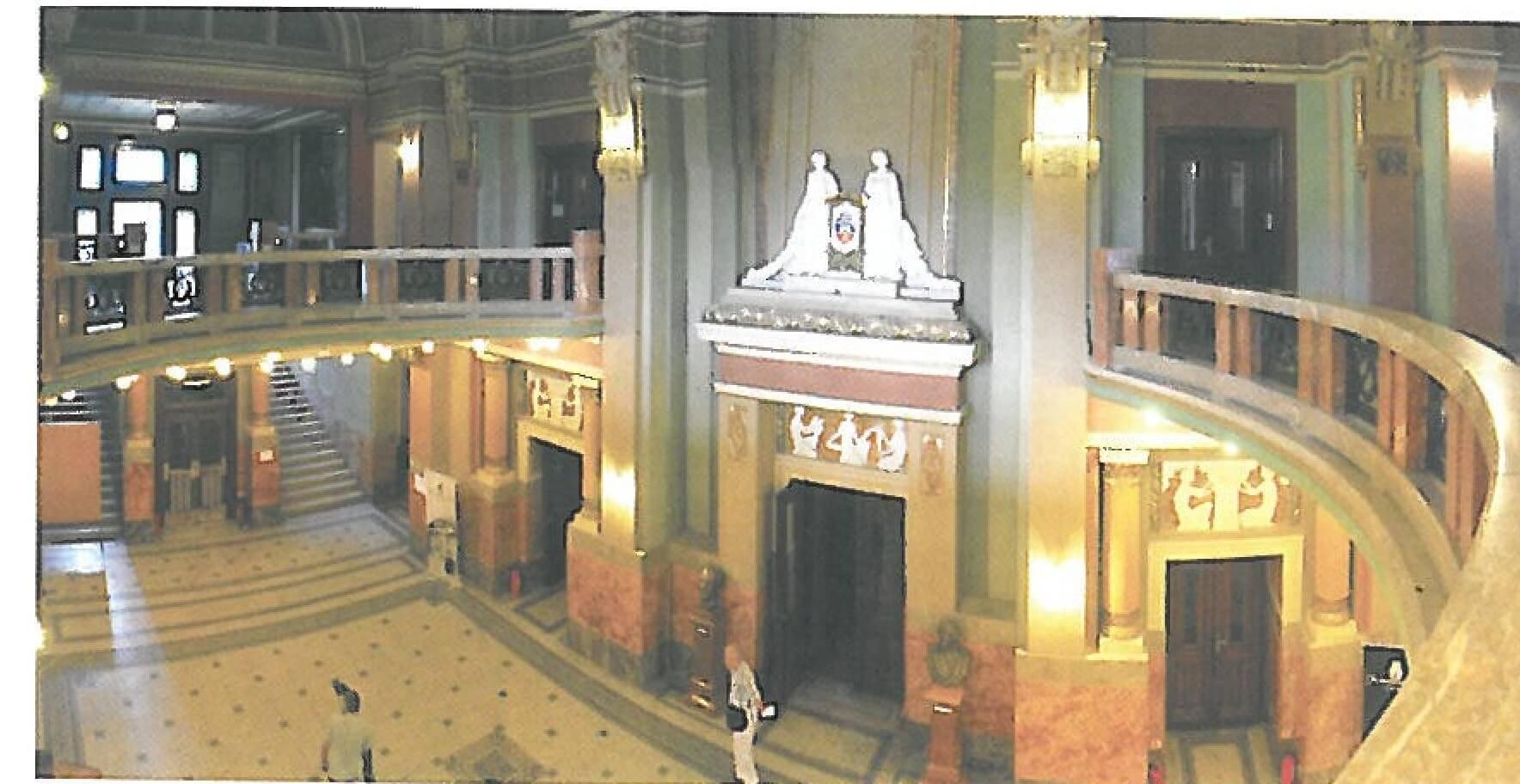 holul palatului cultural din arad
