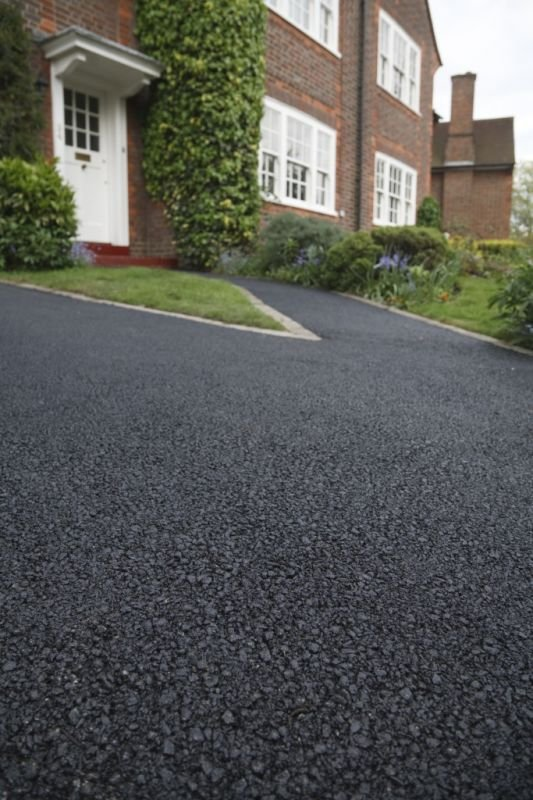 Three Major Factors That You Need To Consider When Selecting a Driveway Sealer