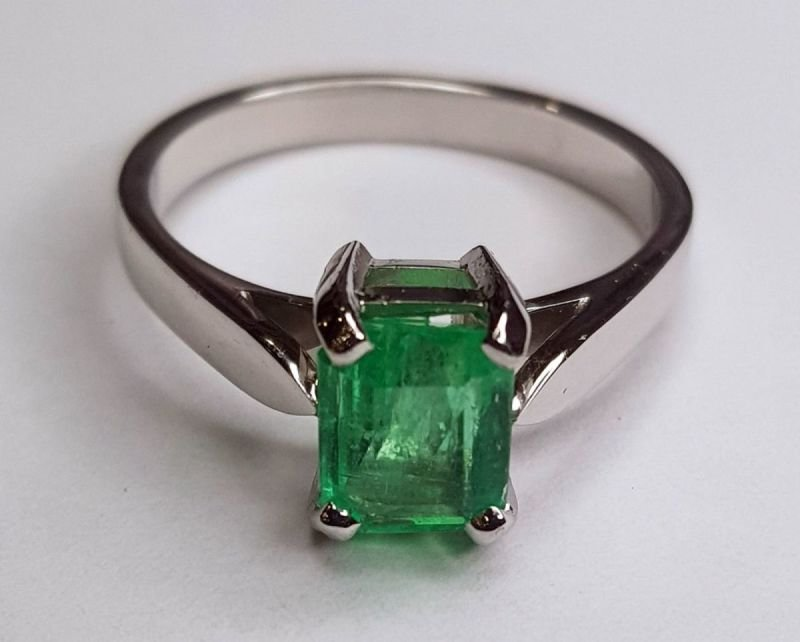 Natural Emerald White Gold Ring