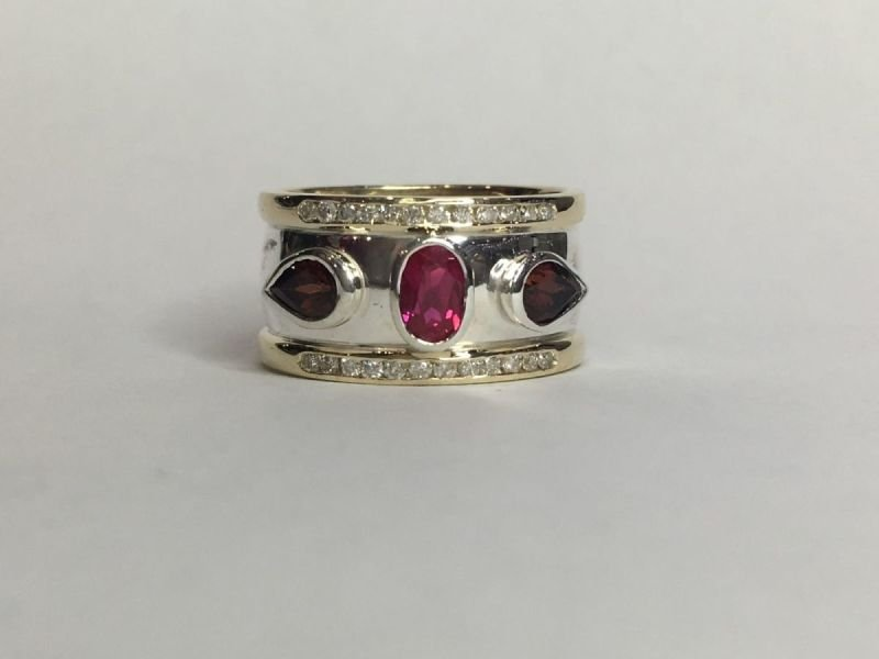 18ct White gold Ruby ring