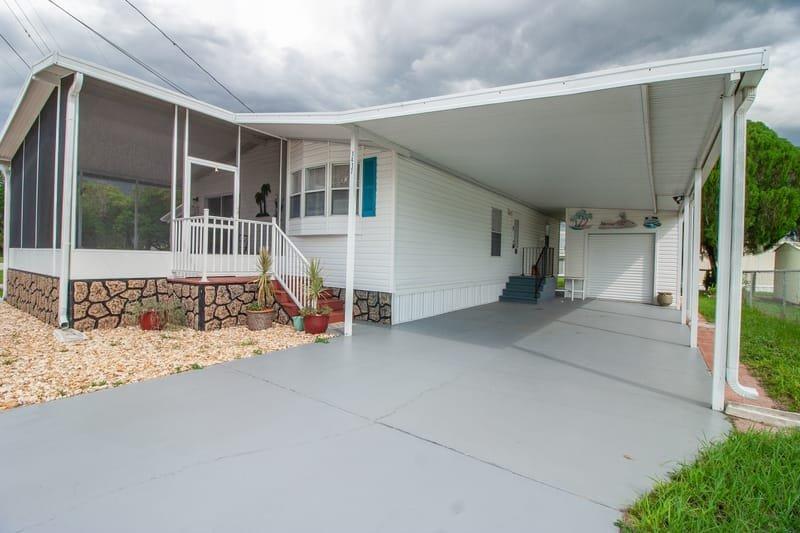 1417 County Drive ~ Tavares, FL