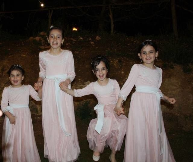 שמלות  לשושבינות ה צנועה