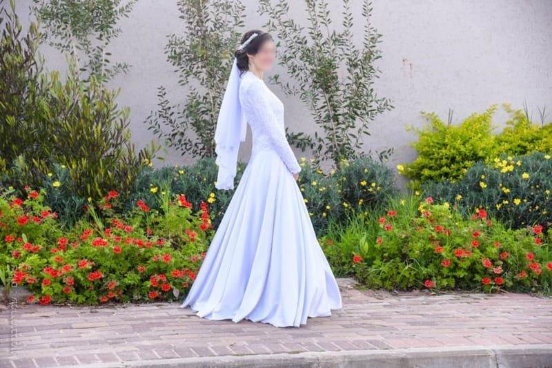 שמלה כלה צנועה עם שרוולים