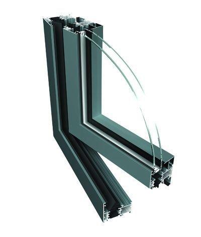 חלון דו-כנפי פתיחה/הטייה (דריי/קיפ) מאלומיניום בידודי - אפשר לאבחן הפלסטיק המנתק גשר הקור
